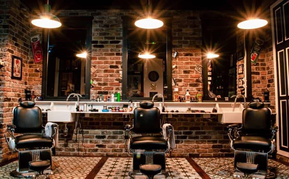 Trang trí tiệm tóc thô sơ