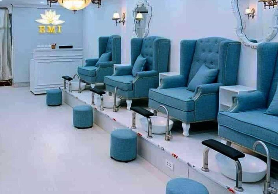 Trang trí tiệm nail với ghế nail cao cấp đẹp