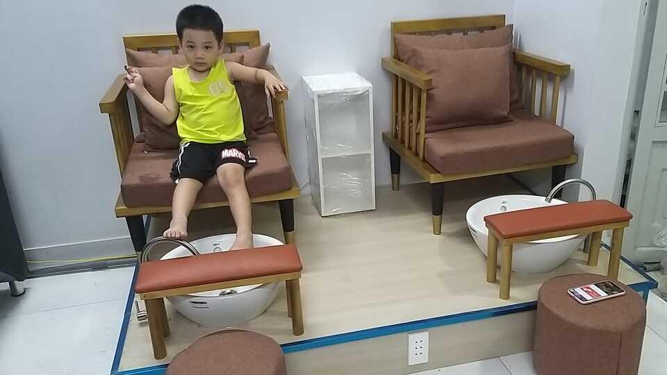 Ghế làm nail bằng gỗ có bồn ngâm chân