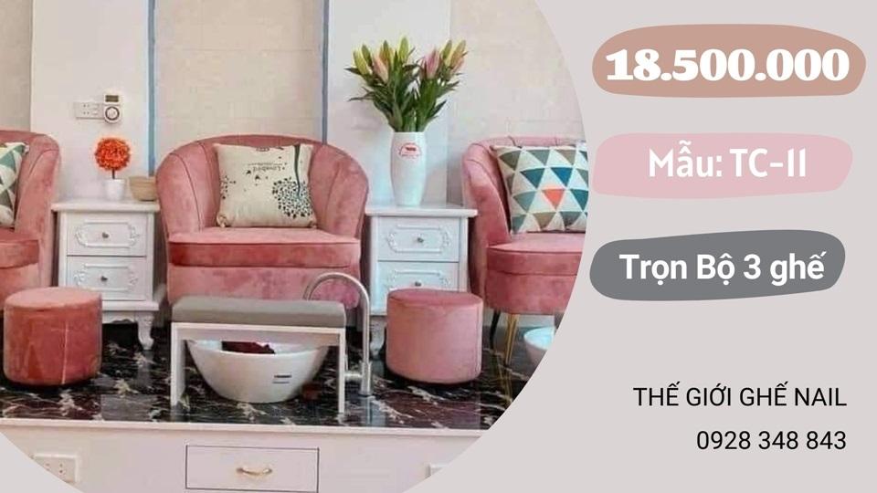 Ghế nails màu hồng & bục giả đá